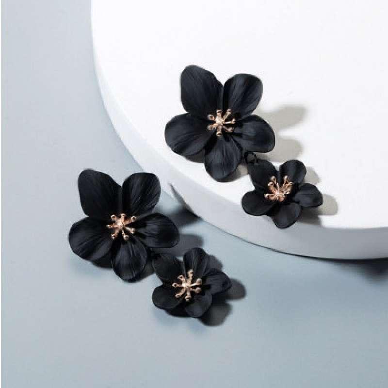 Lange zwarte bloemen